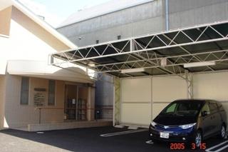 屋根付駐車場完備